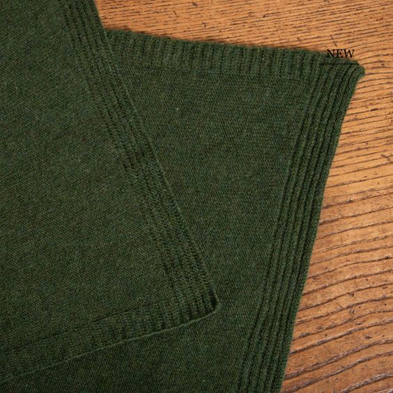 Lambswool Plain Knit Moss close up